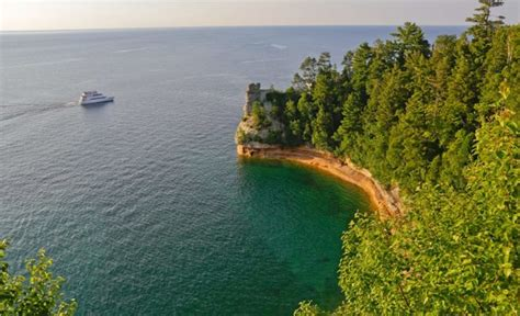 Best Boat Tours Of Pictured Rocks by 9 Best Boat Tours In Michigan