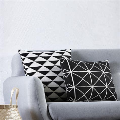 coussin pour canapé noir 10 coussins pour un salon scandinave coussin noir noir