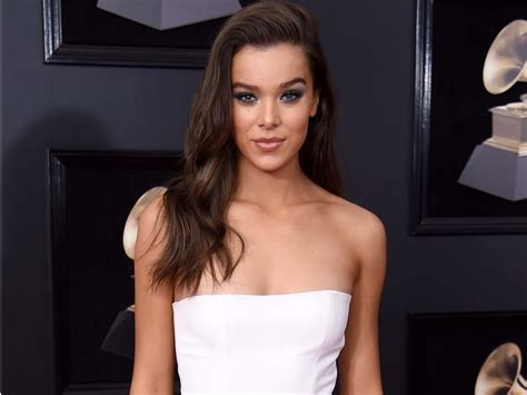 'Dickinson' star Hailee Steinfeld fun facts and things you ...