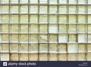 Wand Aus Glasbausteinen : glass bricks stockfotos glass bricks bilder alamy ~ Markanthonyermac.com Haus und Dekorationen