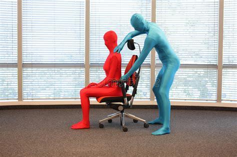 posizione seduta corretta posizione seduta corretta alla stazione di lavoro uomo