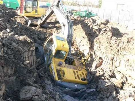 accident excavator extraction digger accident youtube
