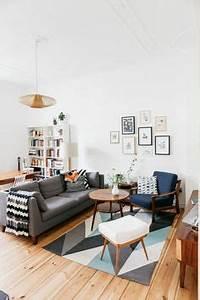 Teppich Unter Sofa : ber ideen zu graue sofas auf pinterest skandinavische m bel dunkelgraues sofa und ~ Markanthonyermac.com Haus und Dekorationen