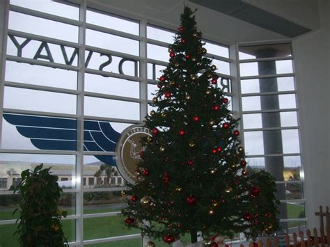 christmas tree ronaldsway airport  richard hoare cc  sa