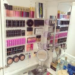 Makeup Brush Stand by 25 Best Ideas About Makeup Storage On Pinterest Makeup