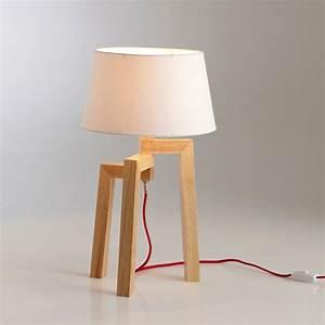 Lampe Design Bois : pied de lampe en bois avec un fil rouge contrastant pas cher ~ Teatrodelosmanantiales.com Idées de Décoration