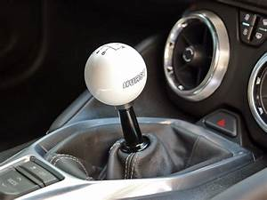Hurst Billet  Plus Short Shifter W   White Ball    2016