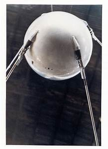 Nasa daily picture for October 04: Oct. 4, 1957 - Sputnik ...