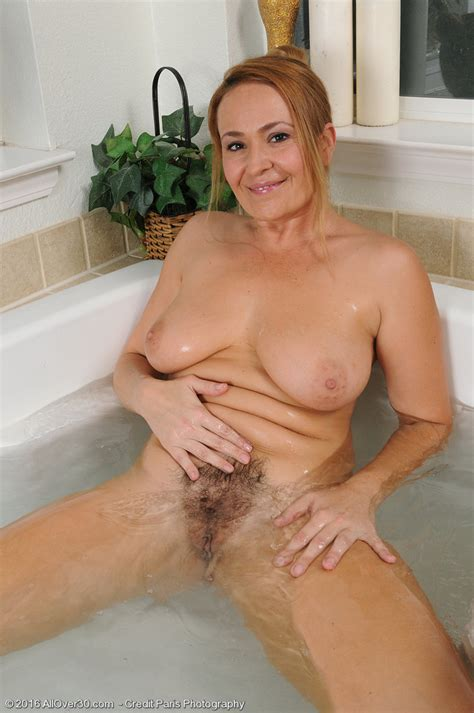 elexis monroe gets her hot body wet in the bathtub 1 of 1