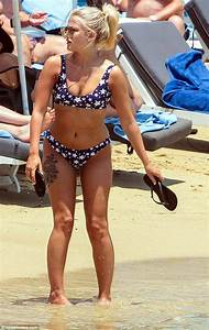 Coronation Street39s Lucy Fallon Shows Off Her Figure In A
