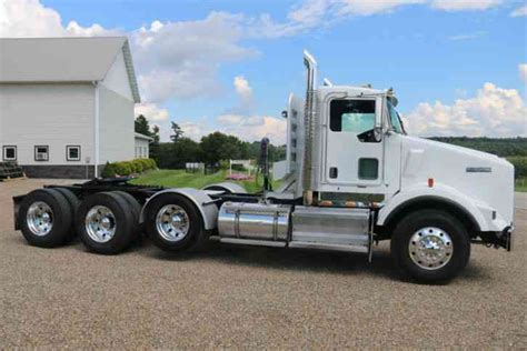 kenworth   daycab semi trucks
