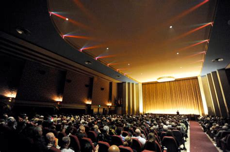 top   amazing  theaters   united states