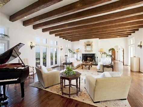 White Ceiling Beams Decorative - apesar da beleza uso de vigas aparentes pede cuidado
