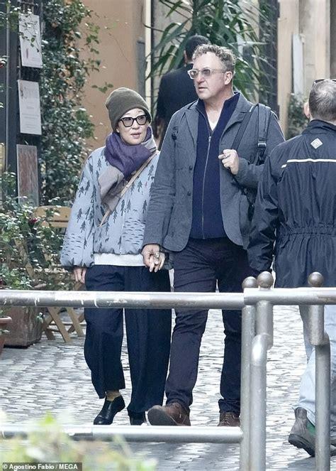 sandra oh coat killing eve sandra oh kisses boyfriend in rome where she is