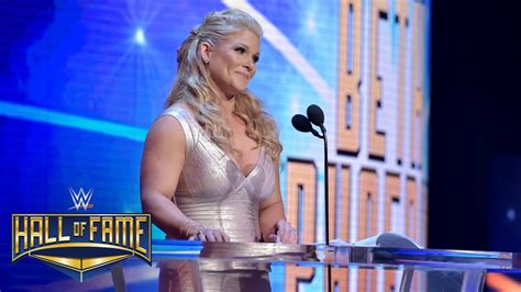 beth phoenix backstage   wwe hall  fame