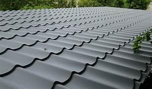 type de couvertures de toiture decochalet With type de toiture maison 15 poser des tuiles minerales en beton pour la toiture
