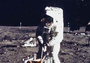 """Moon Astronaut Admits on Deathbed: """"Obama Could Be Alien"""""""