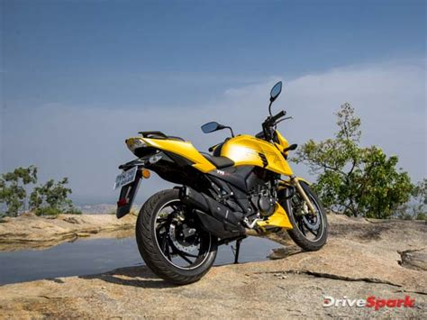 Review Tvs Apache Rtr 200 4v by Tvs Apache Rtr 200 4v Review And Test Ride Report Drivespark