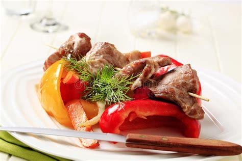légume grillé au four brochette crue de viande image stock image du
