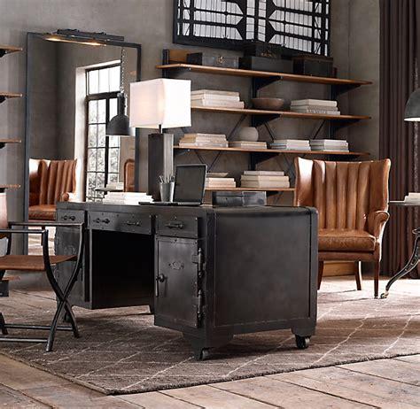 bureau like style industriel un bureau en acier qui en jette l