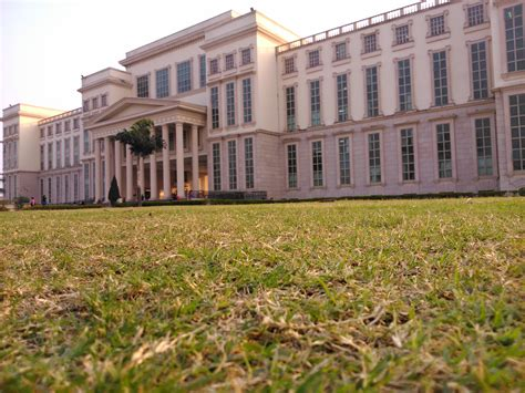 Fees Structure And Courses Of Amity University, Lucknow