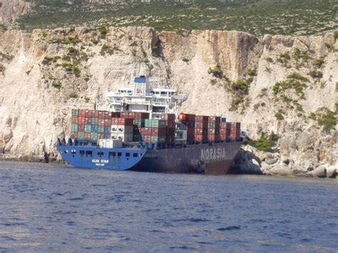 Big Boat Collisions by Accidents With Container Ships 95 Pics Izismile