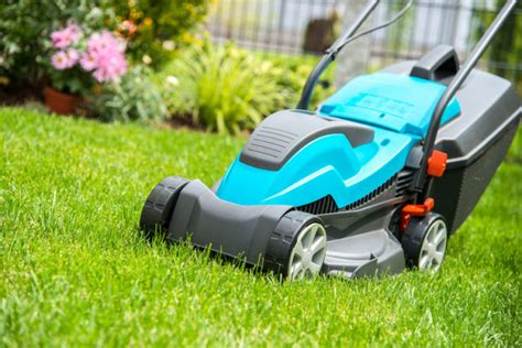 how to clean lawn mower how to clean a lawn mower keeping it clean so it lasts longer
