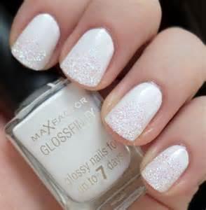 Trendy glitter nail art design ideas to rock