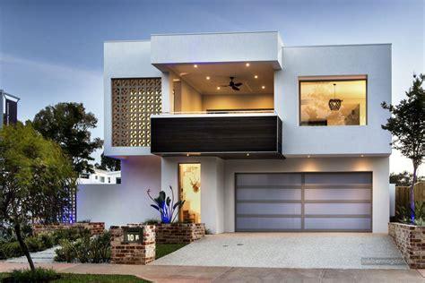 Modern Ház Több Generációnak, Letisztult Egyszerűséggel és