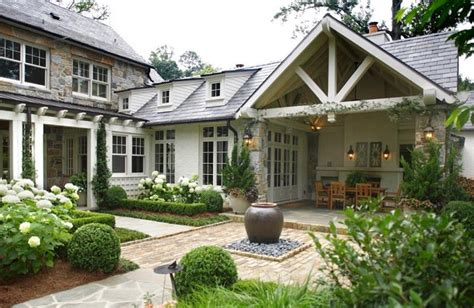 20 Stunning Traditional Exterior Design Ideas