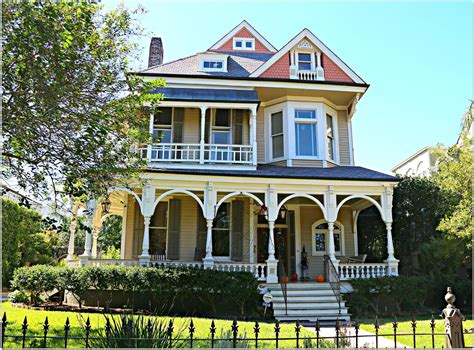 Garden District Homes In New Orleans, Real Estate And The