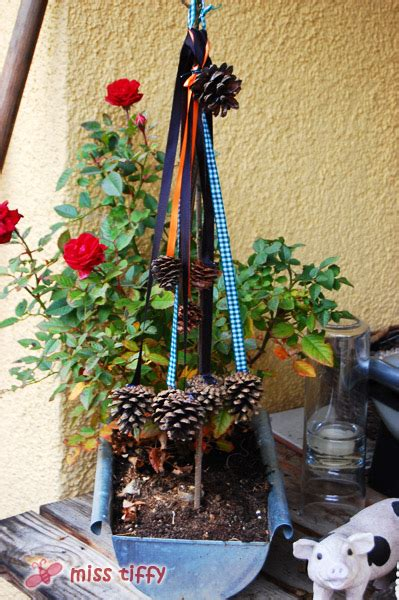 windräder basteln für draussen herbstdeko tannenzapfen binenstich