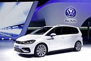 Volkswagen Touran R Line : new vw touran looking good in r line outfit carscoops ~ Maxctalentgroup.com Avis de Voitures