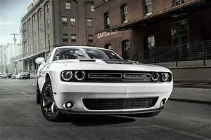2017 Dodge Challenger Reviews and Rating | Motor Trend