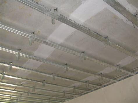peindre un plafond en toile de verre dalles de plafond fibrolab
