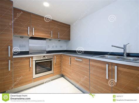 Cozinha De Madeira Moderna Espaçoso Com Dispositivos