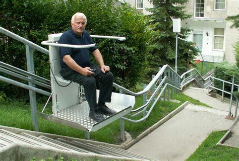 plateforme monte escalier courbe