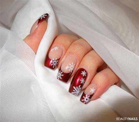 weihnachts nägel motive winterliche n 228 gel mit schneefl 246 ckchen nageldesign schneeflocken nagelschere und