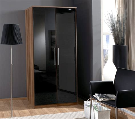 Create An Exotic Look To Your Bedroom With High Gloss