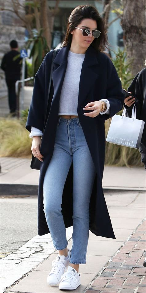 pull   jean style  kendall jenner