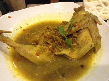 Selain rasanya yang enak, aroma khas yang berasal dari campuran bumbu dan resep masakan yang satu ini sangat menggugah selera. Resep Ayam Betutu Kuah Khas Bali - Spa Spa r