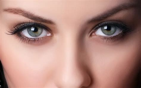 Серозеленые глаза. Значение характер макияж для брюнеток и шатенок с серозелеными глазами. Портал Эстетика. Красота