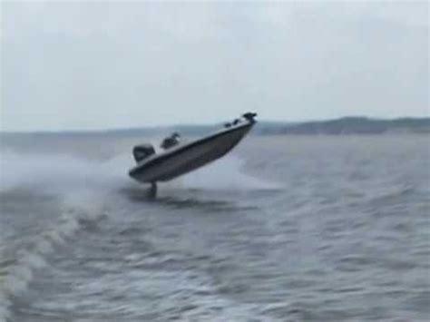 Boat Crash Lake Okeechobee by Uf Bass Team Boating Accident Doovi