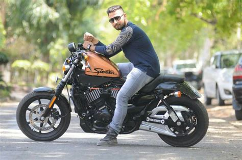 Modification Harley Davidson Iron 883 by Custom Harley Davidson Stories 750 Turned Iron 883
