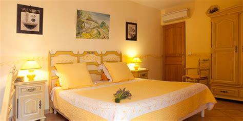 le mistere de la chambre jaune chambre joséphine clos de l 39 acacia chambres d 39 hôtes à