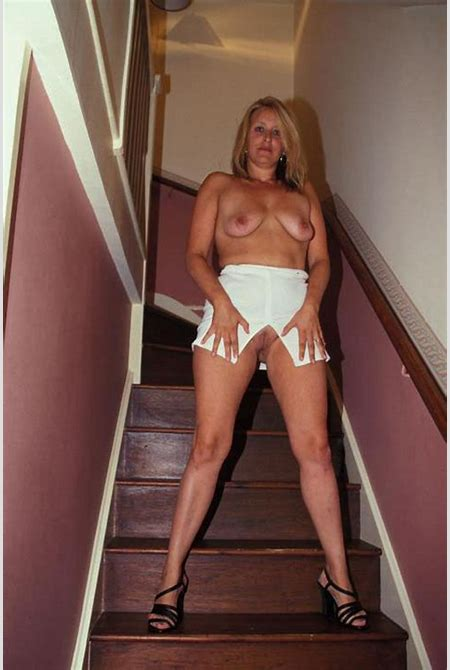 Hot Blonde Mom Shows Upskirt Shaved Pussy - Pichunter