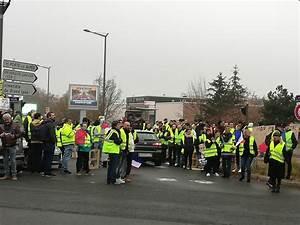 Point De Rassemblement Gilet Jaune : gilets jaunes 70 de chiffre d affaires pour auchan saint priest ~ Medecine-chirurgie-esthetiques.com Avis de Voitures