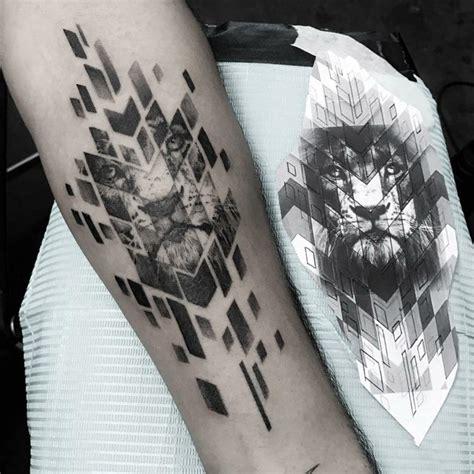 loewen tattoo tolle ideen fuer frauen und maenner finden