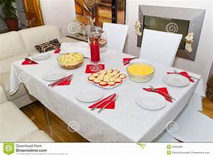 Table A Diner : white christmas dinner table royalty free stock images image 22605689 ~ Teatrodelosmanantiales.com Idées de Décoration