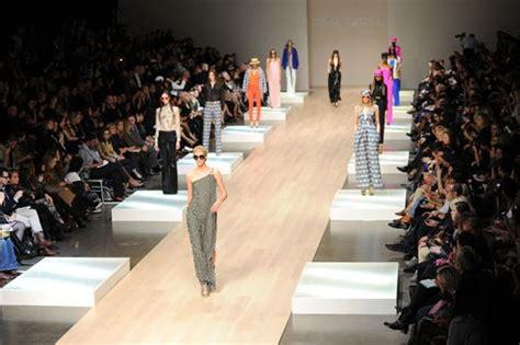 set design runway buscar  google desfile de moda